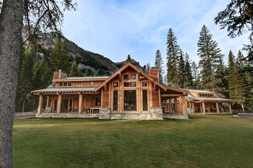 Creekside Luxury Only Minutes From Yellowstone Park