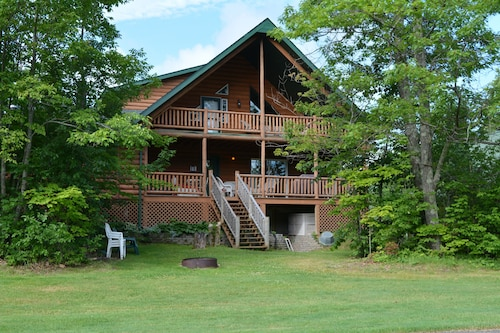 Luxurious Log Home on Northwood Hills Golf Course, Direct Tv/wif