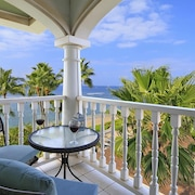 Oceanfront Top Flr Corner Unit With Sweeping Views and Tradewinds From two Lan