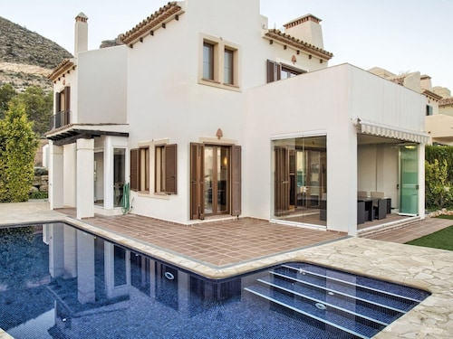 Beautiful Private Villa With A/c, Private Pool, Wifi, TV, Washing Machine and Parking