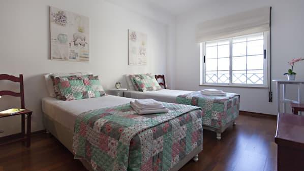 2 chambres, fer et planche à repasser, Wi-Fi gratuit, draps fournis