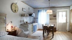 Minibar, bureau, fer et planche à repasser, lits bébé (gratuits)