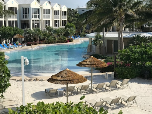 Licensed Manager W/10 Rentals Available - 2/1.5 Suite - #1 KL Oceanfront Resort!