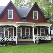 Restored 4 Bedroom Family Lakefront Cottage on Lake Sunapee in Blodgett Landing