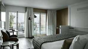 Premium bedding, in-room safe, blackout drapes, iron/ironing board