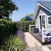 Modern Chalet in Renesse at Campsite Julianahoeve, 300 Meters to the Beach