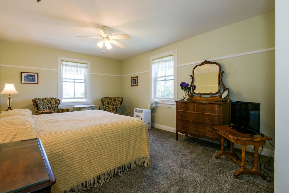 Room, Payne's Harbor View Inn