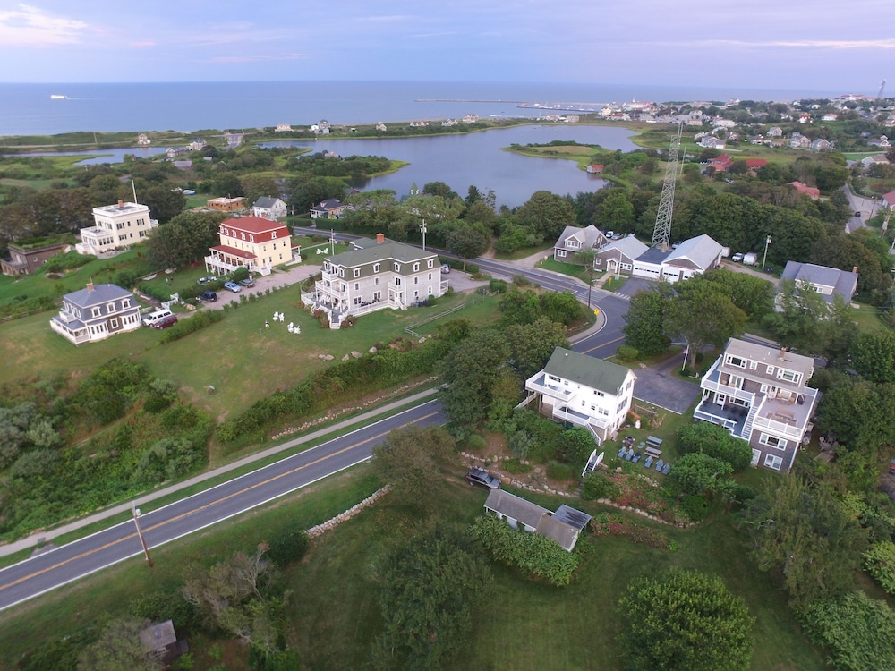 Property Grounds, Payne's Harbor View Inn