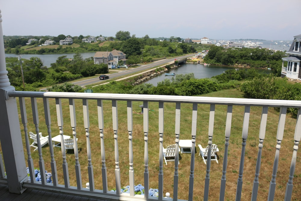Balcony, Payne's Harbor View Inn