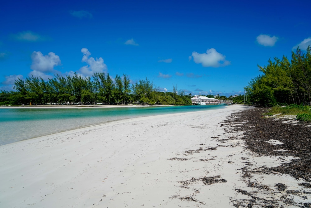 Beach, Pinder's Paradise 3 bed Rental minutes away from beautiful pink sand beach