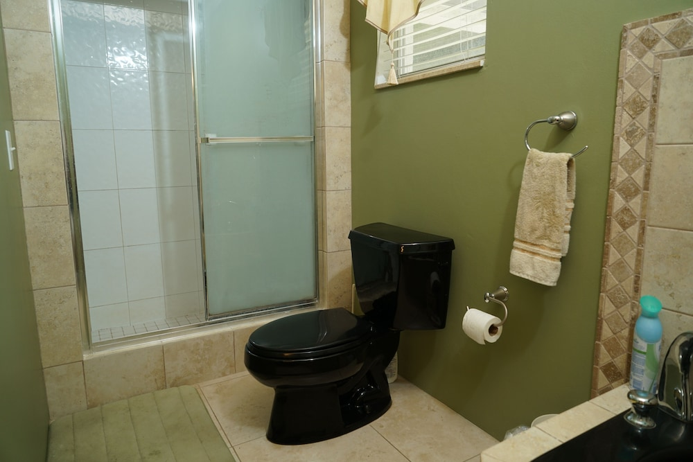 Bathroom, Pinder's Paradise 3 bed Rental minutes away from beautiful pink sand beach