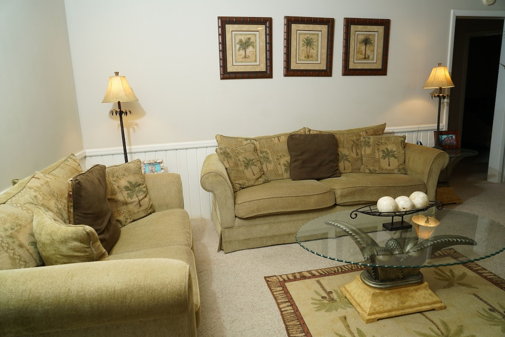Living Room, Pinder's Paradise 3 bed Rental minutes away from beautiful pink sand beach