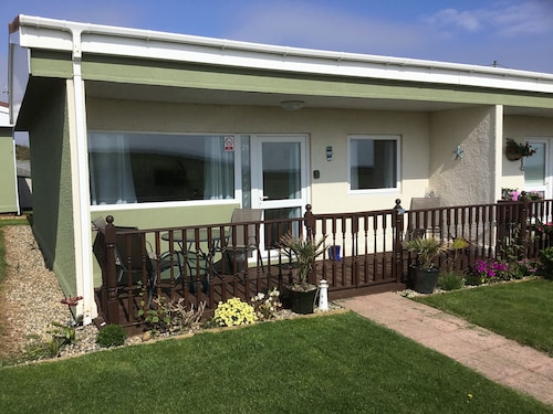 Sandringham Holiday Home - Great Sea Views @ Rainbows End Bacton - Dogs Go Free