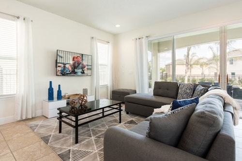 Captivating 5 Bedroom Encore Home Wifi Private Pool and Spa Free Shuttle Disney