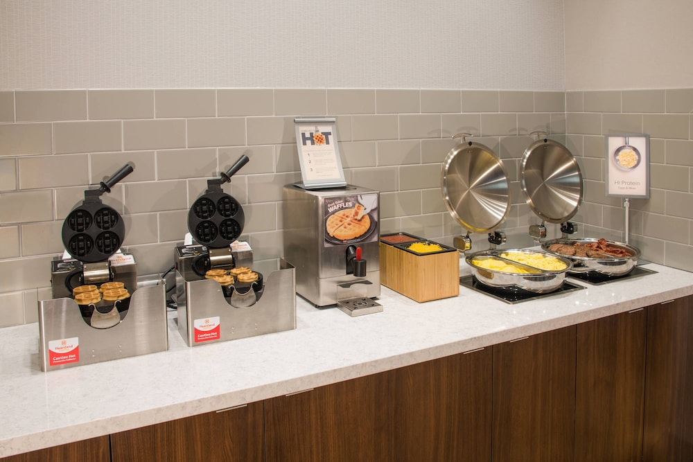 Breakfast buffet, Fairfield Inn & Suites by Marriott Dayton
