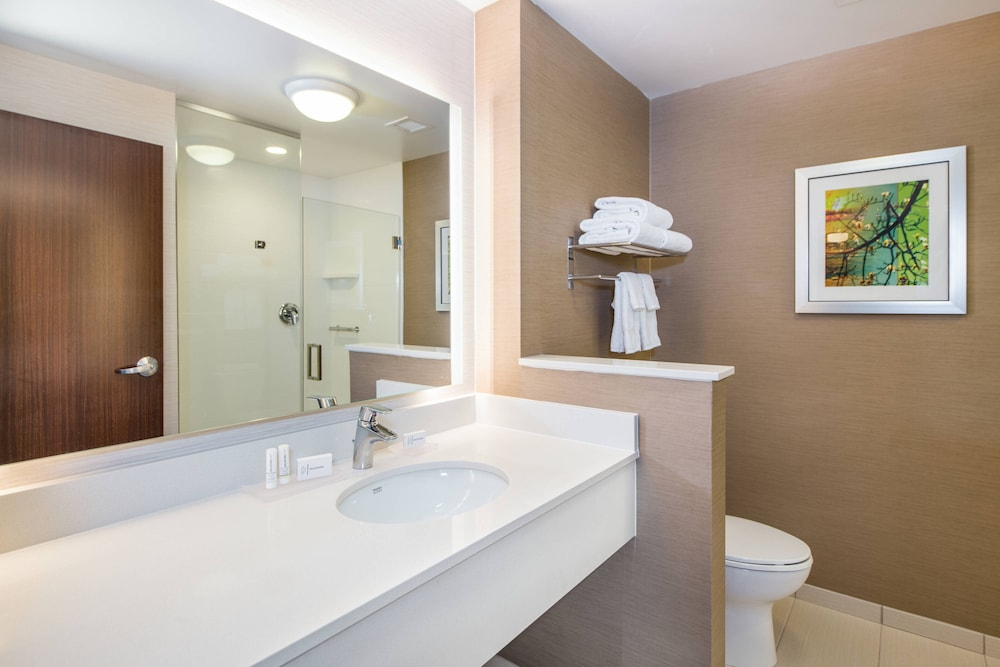 Bathroom, Fairfield Inn & Suites by Marriott Dayton
