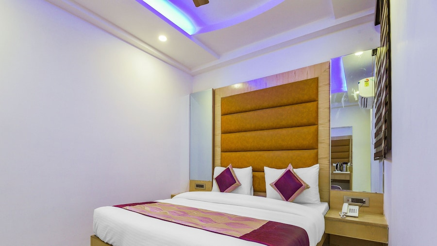 Capital O 16131 Mohit Guest House