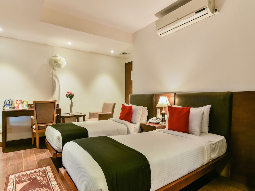 Capital O 917 Crown Imperial In Delhi Hotel Rates