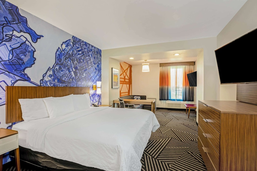 Room, La Quinta Inn & Suites by Wyndham Waco Downtown - Baylor