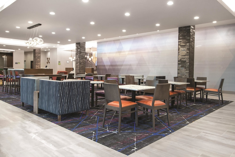 Breakfast Area, La Quinta Inn & Suites by Wyndham Waco Downtown - Baylor