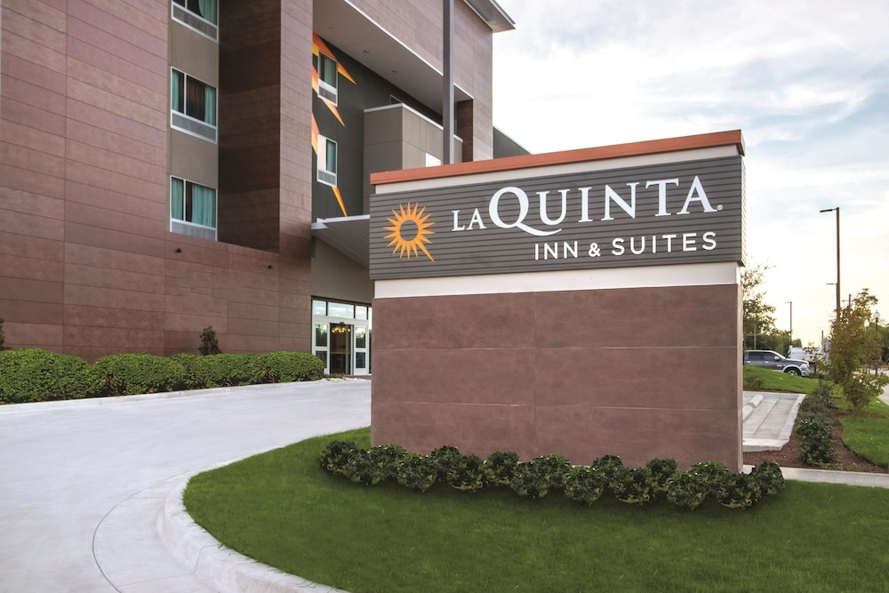 Exterior, La Quinta Inn & Suites by Wyndham Waco Downtown - Baylor