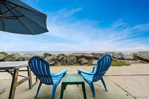 Oceanfront Lower-level Duplex W/direct Beach Access & Beach View