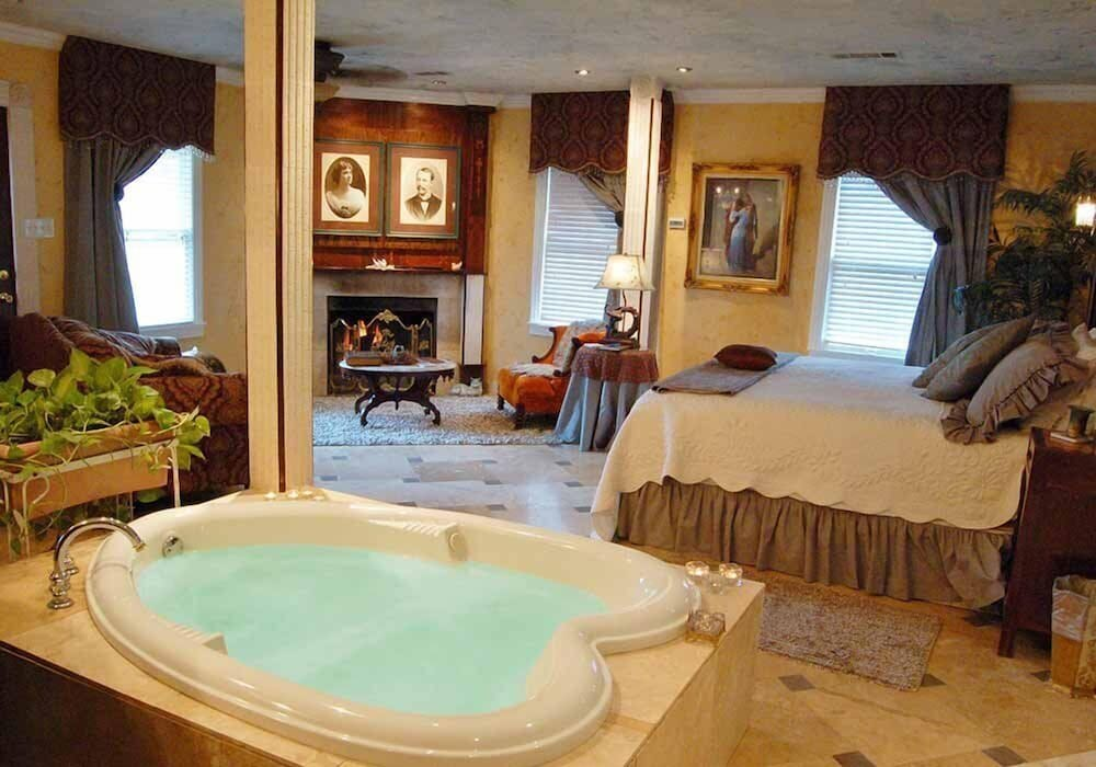 Jetted Tub, Lockheart Gables Bed and Breakfast