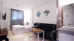 고급 침구, 메모리폼 침대, 노트북 작업 공간, 암막 커튼