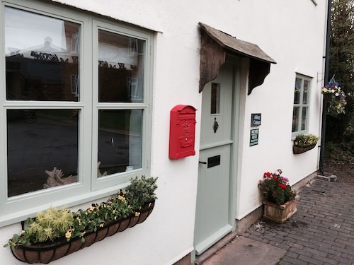 Luxury Period Cottage Sleeps 5/ 3 Bedrooms /parking/tewkesbury Town/cotswolds