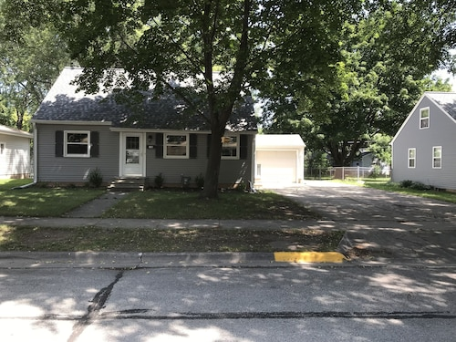 Completely Remodeled Full House 2 Blocks From Lambeau Field