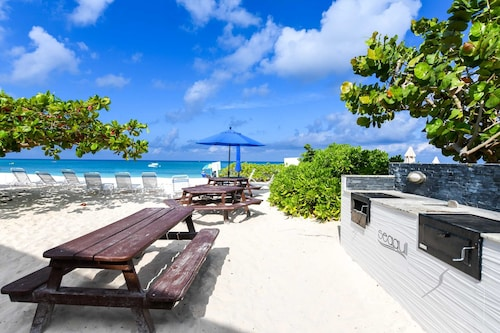 Central Seven Mile Beach, Grand Cayman - Seagull Condos