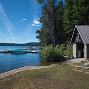 1930's Historic Cabin on Lake of the Woods Waterfront. Memories are Made Here
