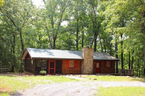Great Place to stay Bears Knob Cabin - Studio Cabin near Cleveland