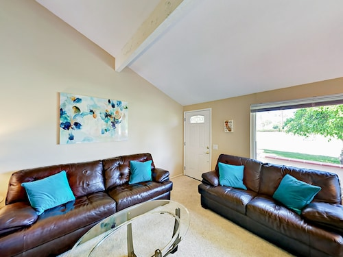 3br/2.5ba Condo>mount. Shadows Gated Comm Southeast Palm Spring 3 Bedrooms 2.5 Bathrooms Condo