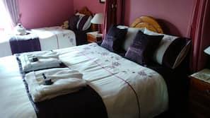 1 多间卧室、高档床上用品、书桌、熨斗/熨衣板