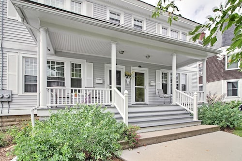 Spacious Rutland Townhome W/fire Pit- Walk to Town