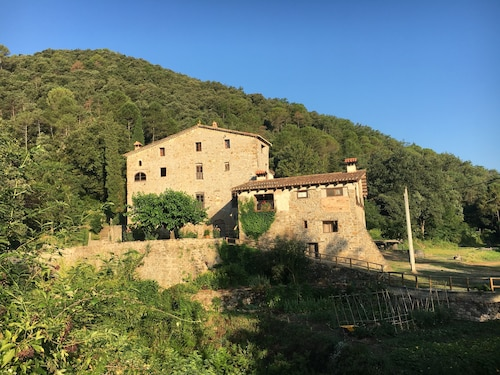 Sixteenth Century Farmhouse Minutes From Medieval Village OF Besalu