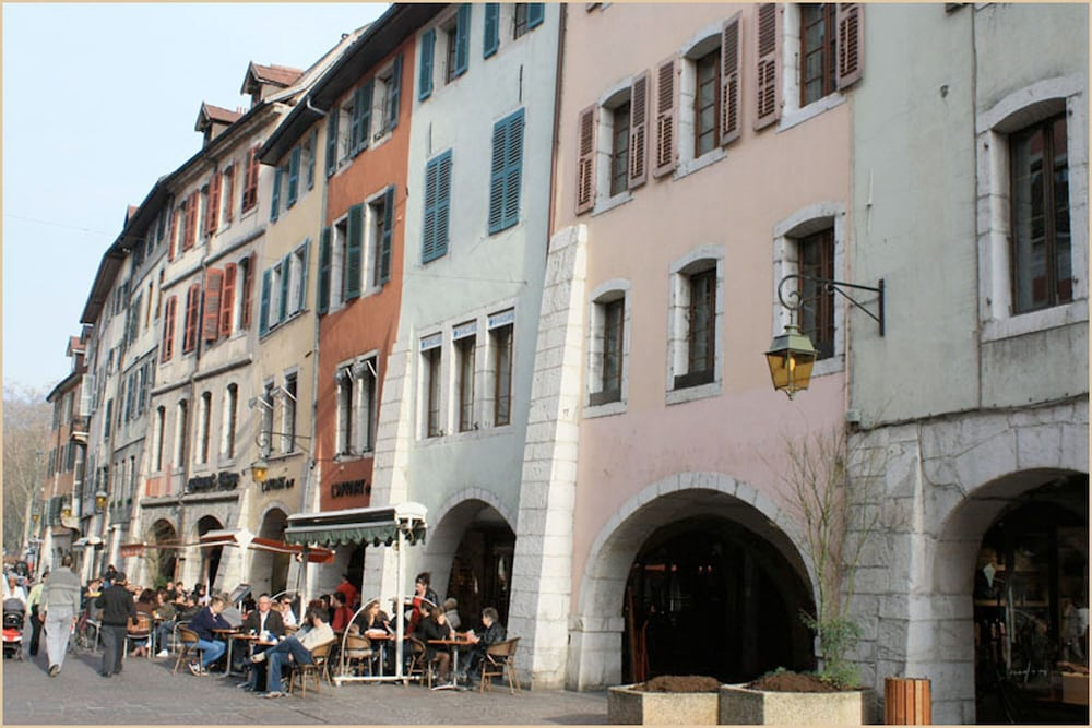 Featured Image, Vegetal Cocoon in the Heart of the City of Annecy