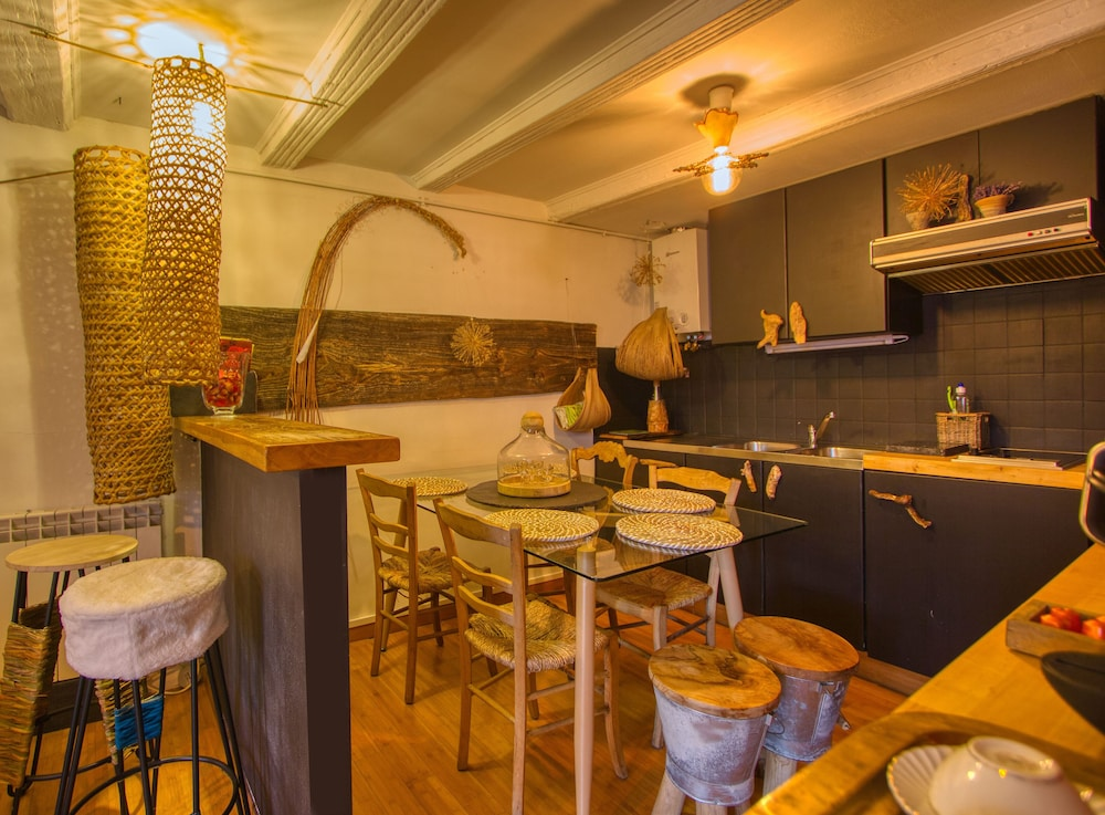 Private Kitchen, Vegetal Cocoon in the Heart of the City of Annecy