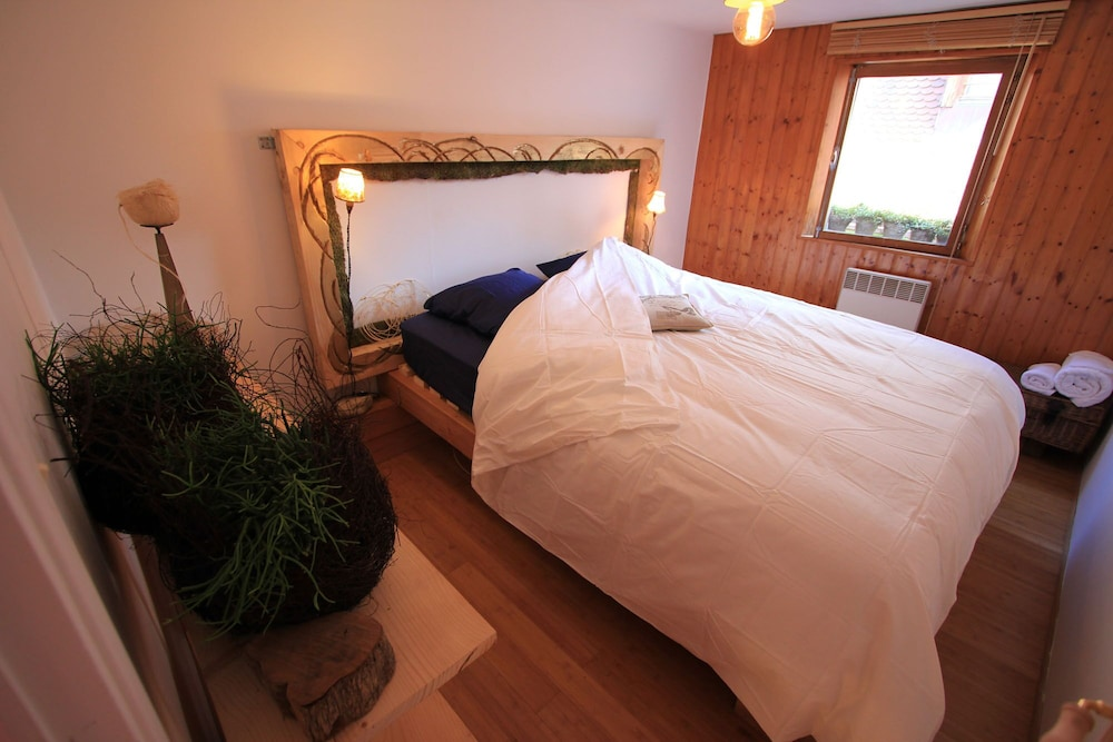 Room, Vegetal Cocoon in the Heart of the City of Annecy