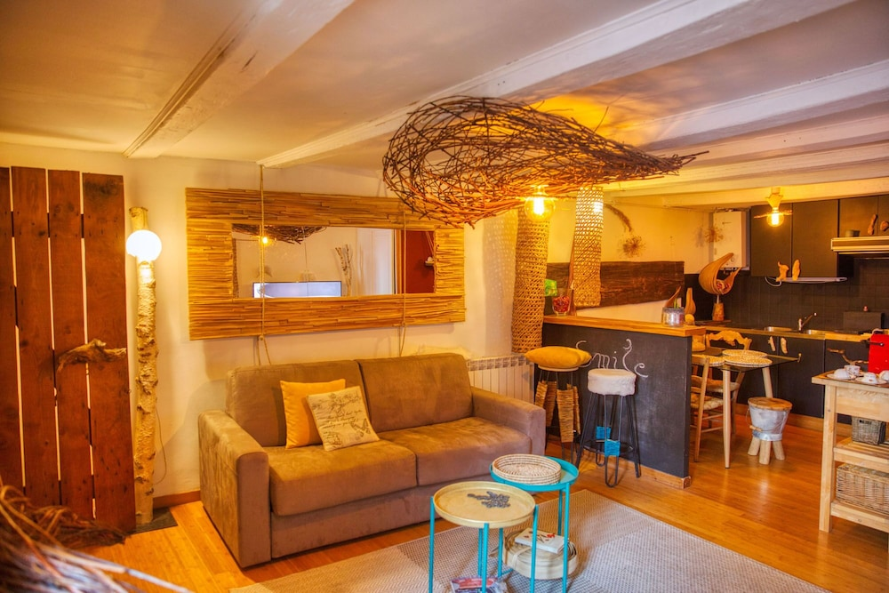 Living Room, Vegetal Cocoon in the Heart of the City of Annecy