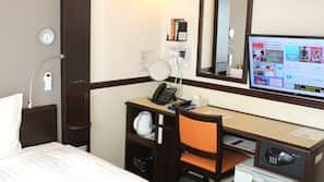1 間臥室、房內夾萬、書桌、窗簾