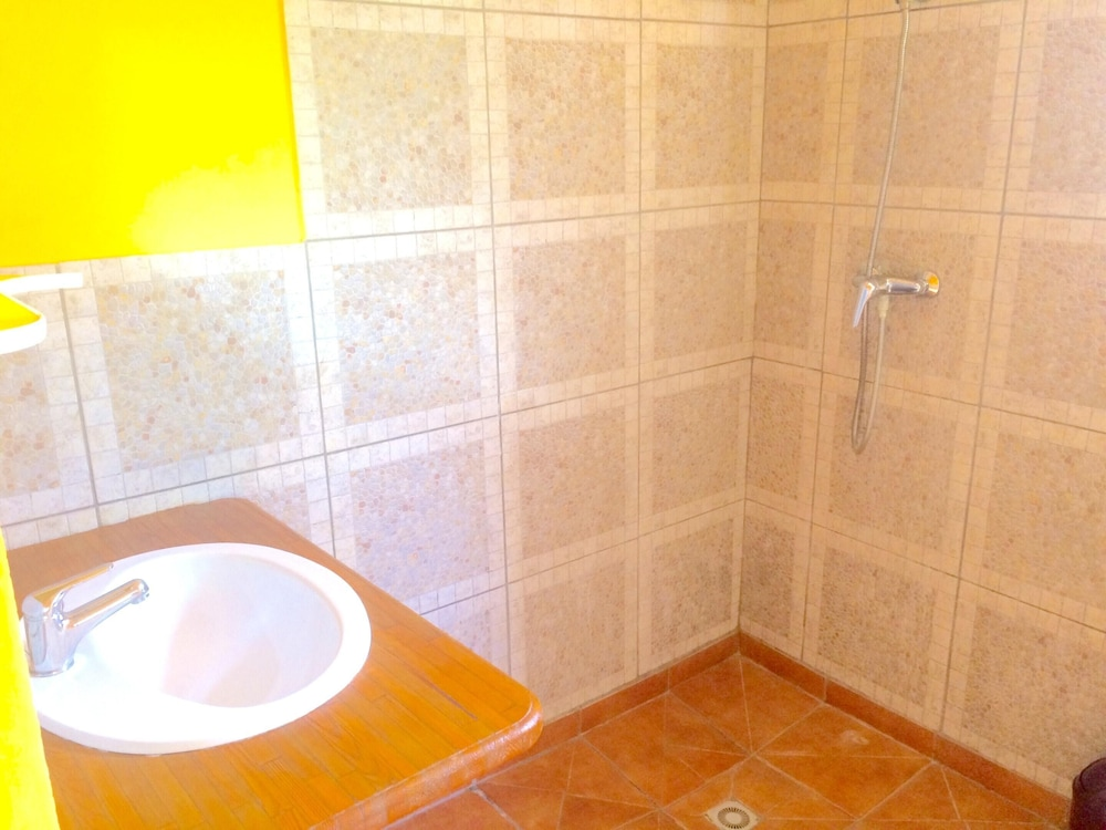 Bathroom, Bungalow With one Bedroom in Le Moule, With Wonderful sea View, Shared Pool, Enclosed Garden - 400 m From the Beach
