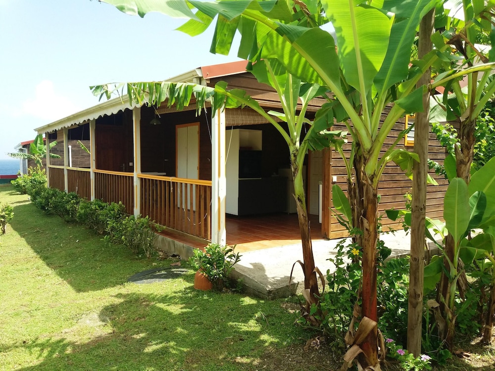 , Bungalow With one Bedroom in Le Moule, With Wonderful sea View, Shared Pool, Enclosed Garden - 400 m From the Beach