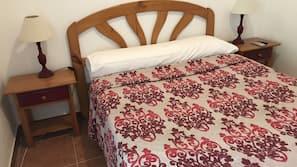 Escritorio, wifi gratis, ropa de cama