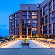 Global Luxury Suites at The Wharf