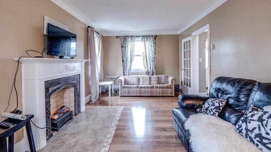 Convenient & Comfortable Manor