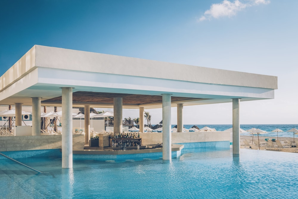 Swim-up Bar, Coral Level at Iberostar Selection Cancun Adults Only - All Inclusive