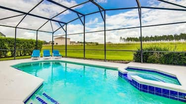No Rear Neighbors - Heatable Pool & Spa - Gorgeous Furnishings - Minutes to Restaurants & Disney