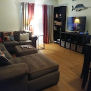 Pet Friendly/seasonal/ Executive Stay Townhouse- 2 bed 1.5 Bath